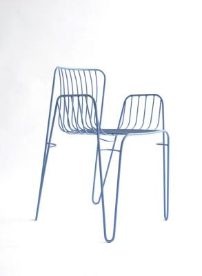 Cadira dissenyada per Martín Azúa i editada per l'empresa Mobles114. Està fabricada a diferents tallers de l'àrea metropolitana de Barcelona sota criteris de producció sostenible.