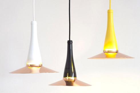 Làmpada dissenyada per l'estudi Nutcreatives i produïda per artesans locals utilitzant mètodes de producció tradicionals de baixa tecnologia.